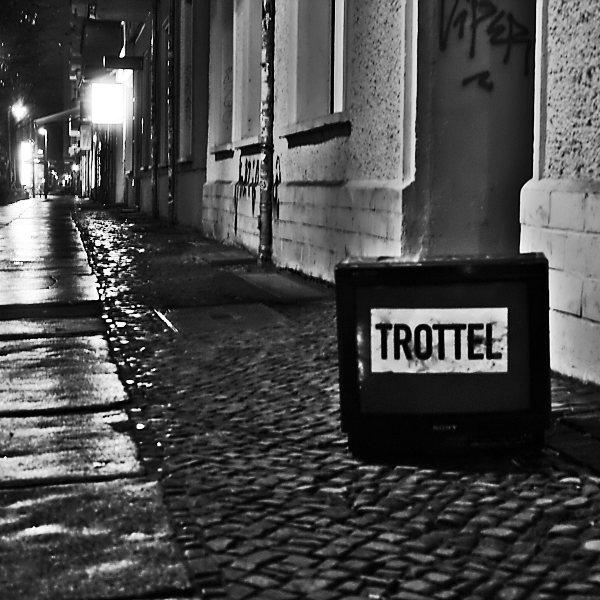 TV Trottel - Television Morons - Streetart Berlin - Black and White Street-Photography - urban Shots